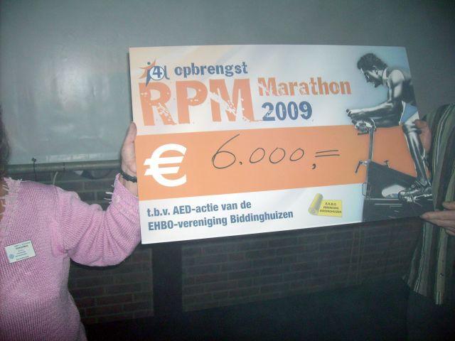 Fietsers halen € 6.000,- bij elkaar voor AED's