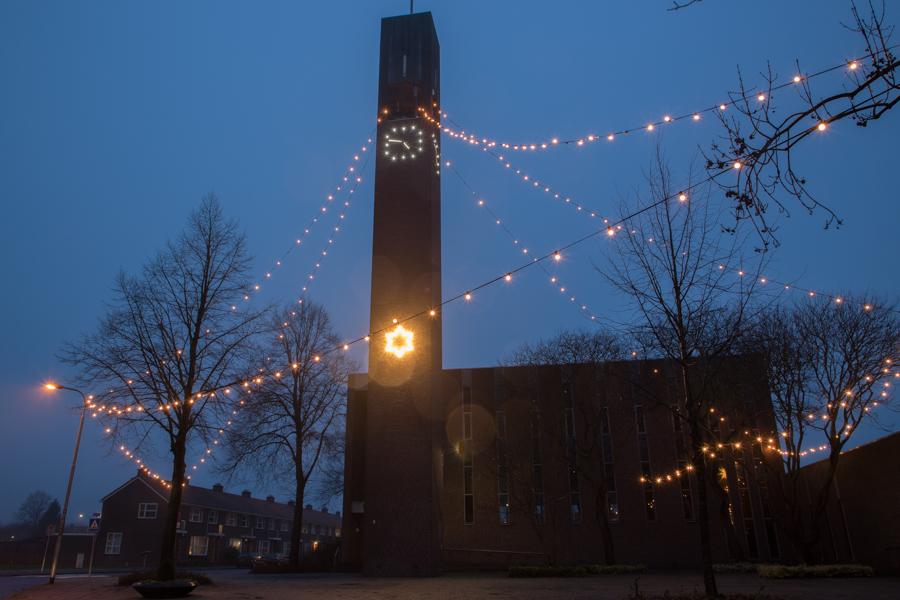 Nieuwe ledverlichting voor kerktoren rond kerst