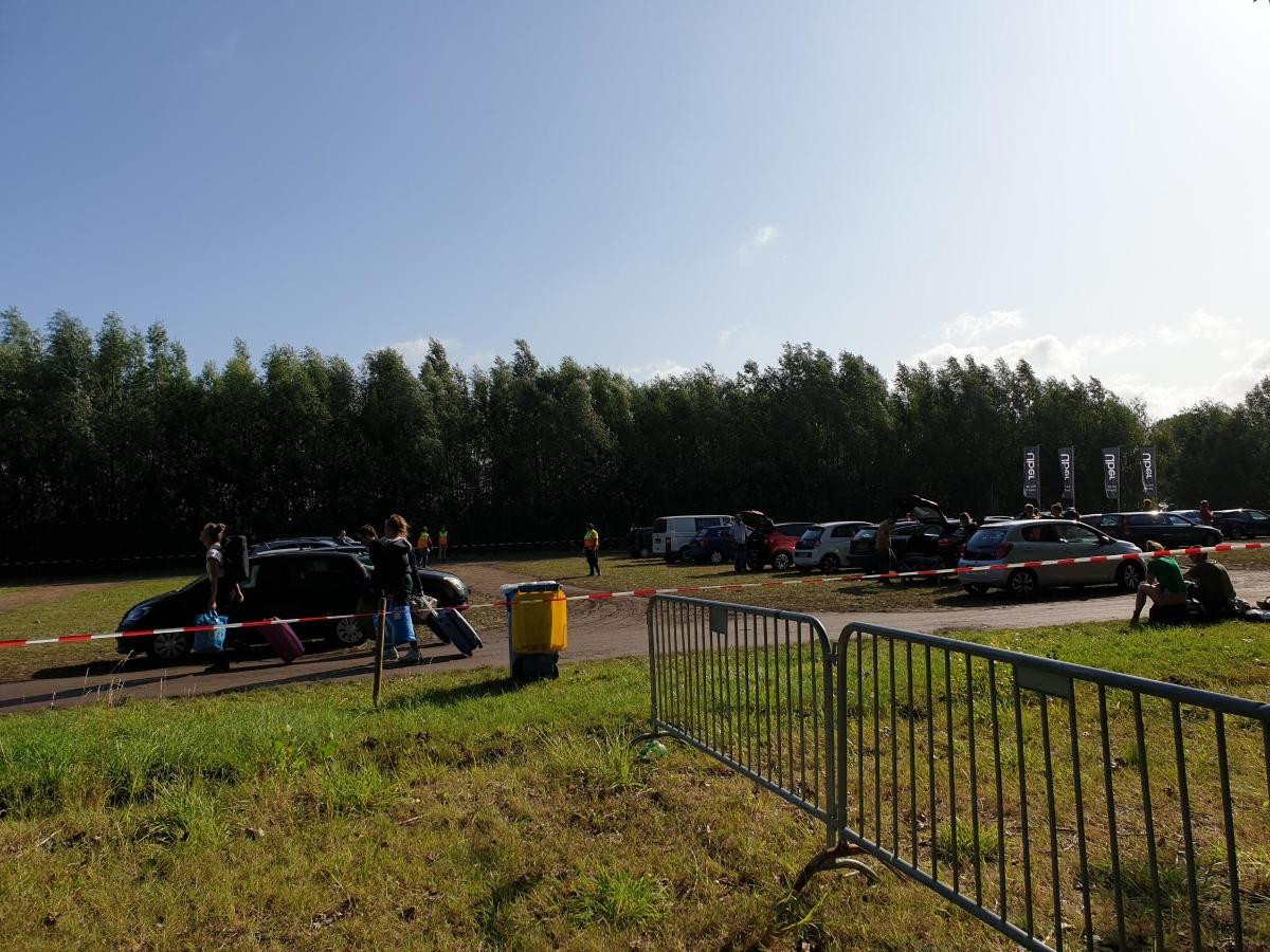 Bezoekerskaravaan Lowlands verlaat dorpsgrenzen via vele wegen
